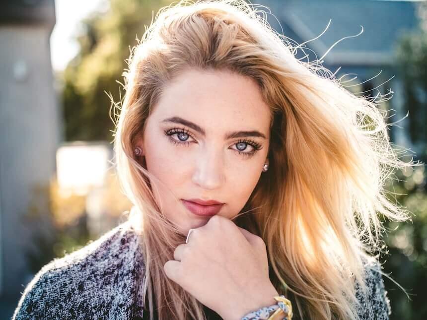 Frauen erobern durch Blickkontakt