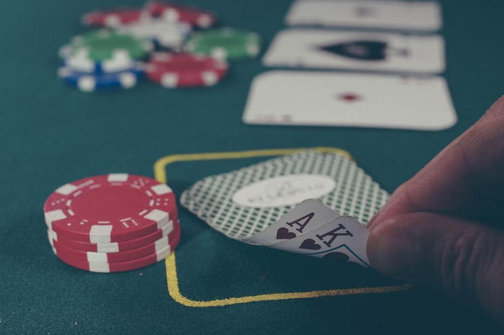 Männerabend Idee Poker spielen